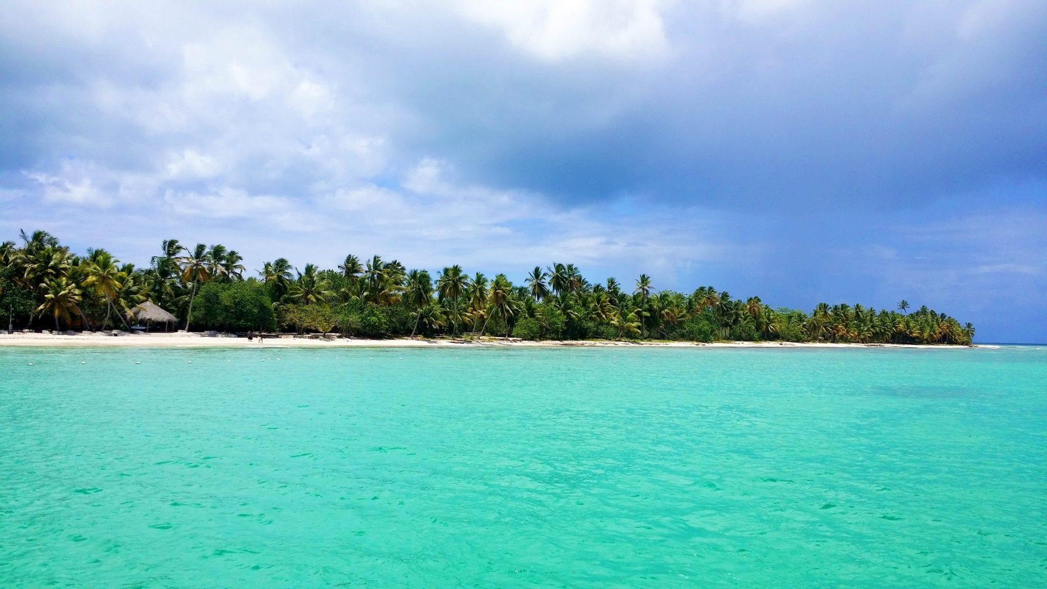 Endloser einsamer Strand von Saona in der Karibik