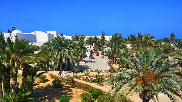 El Mouradi Djerba Menzel Vorplatz zum Hauptpool